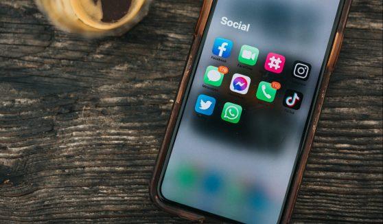 Social media: o que é, quanto ganha e como trabalhar com redes sociais